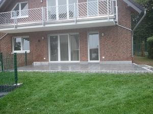terrassen bilder naturstein terrasse. Black Bedroom Furniture Sets. Home Design Ideas