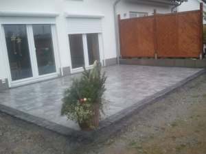 terrassenbau in neuss naturstein terrasse. Black Bedroom Furniture Sets. Home Design Ideas